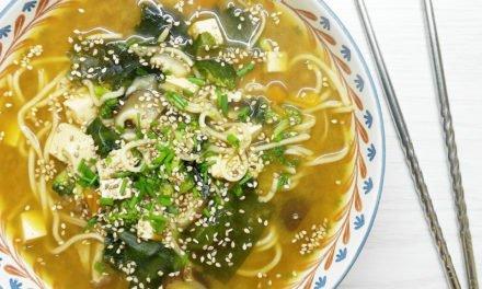 Sopa miso con noodles y verduras
