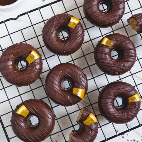 Donuts de naranja y chocolate sin gluten