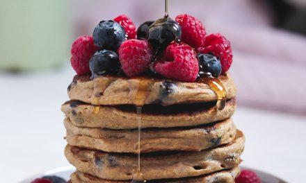 Pancakes saludables de avena, plátano y arándanos